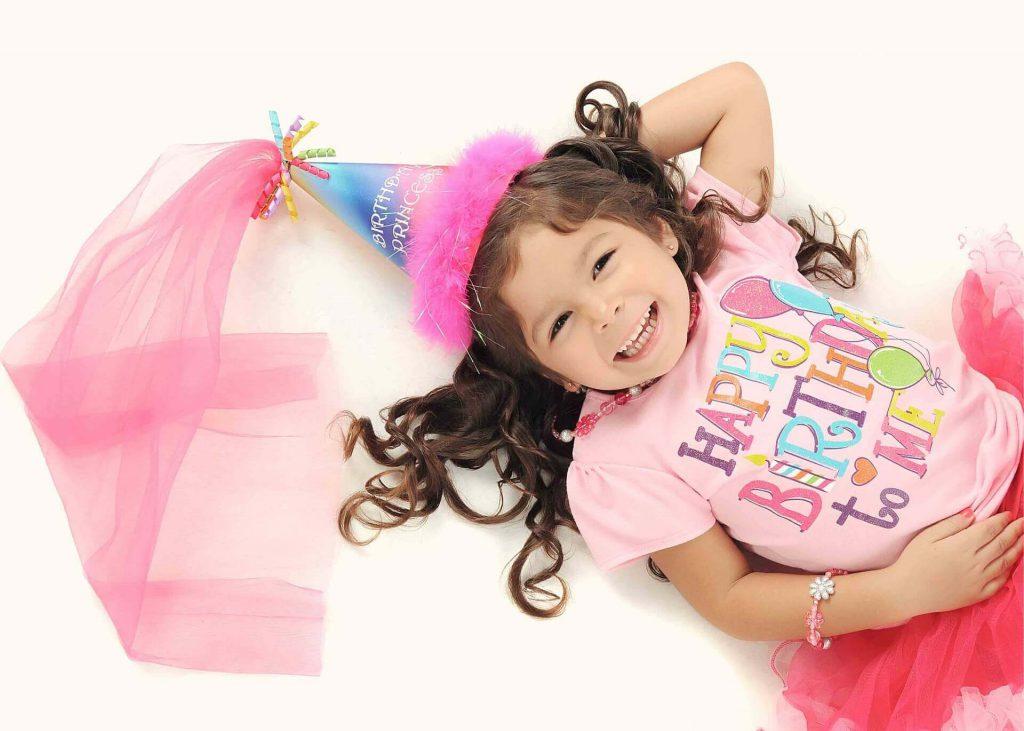 dziewczynka ma urodziny